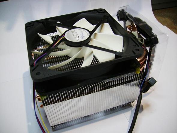 Anderer Lüfter und andere Strömungsrichtung (vom Kühler weg). - (Computer, CPU, Lüfter)