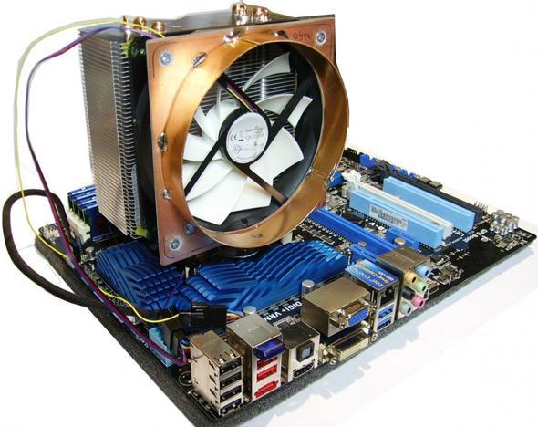 Kühler mit montiertem Flansch. - (Computer, CPU, Lüfter)
