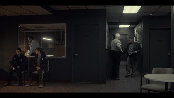 Besonders in der Mitte des Bildes an der Tür sieht man es gut. - (Monitor, Film, Display)