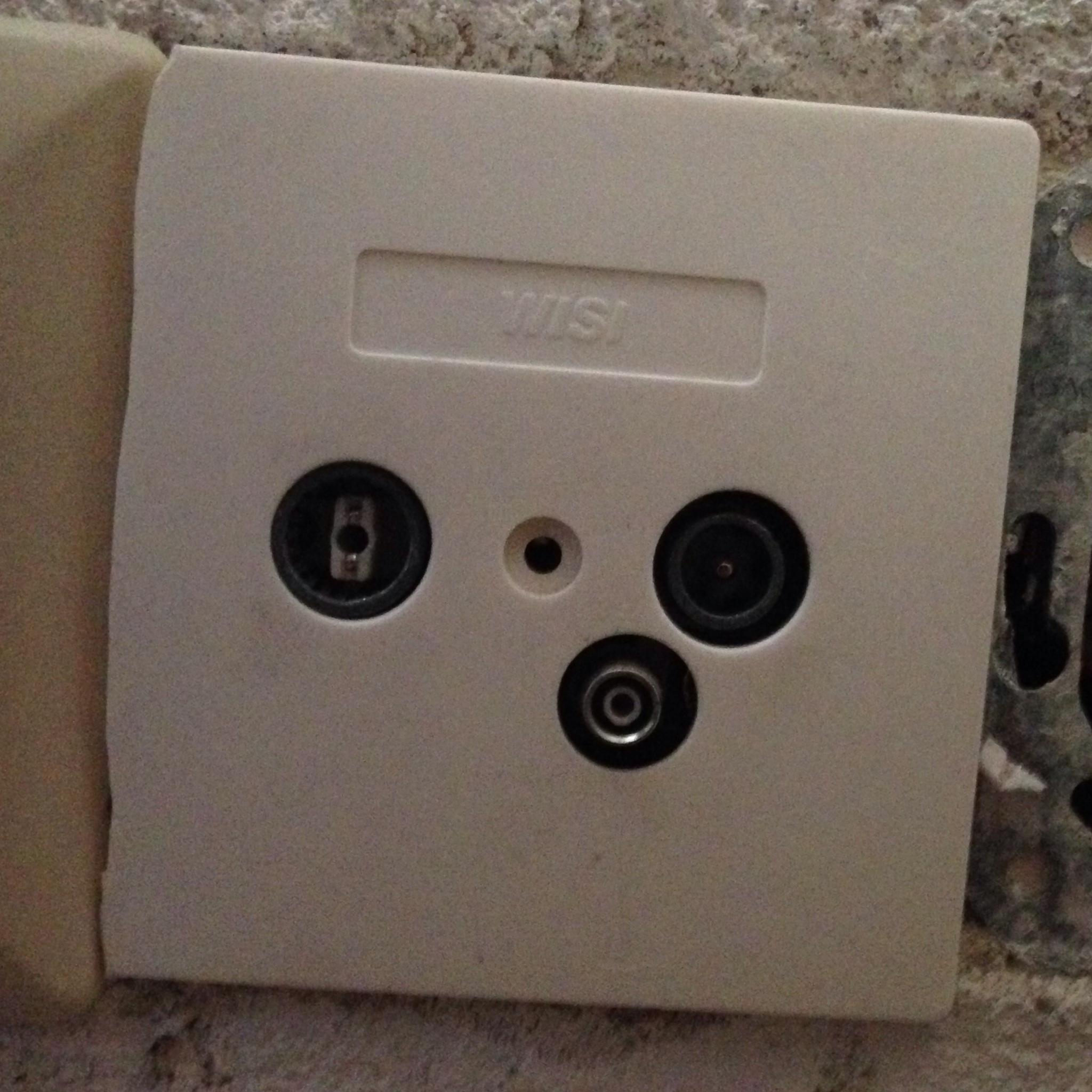 Ist das eine Multimedia Anschlussdose? (siehe Bild) (Internet ...