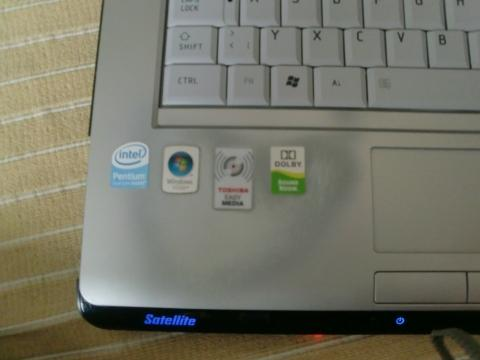 - (Laptop, Farbe, Weg)
