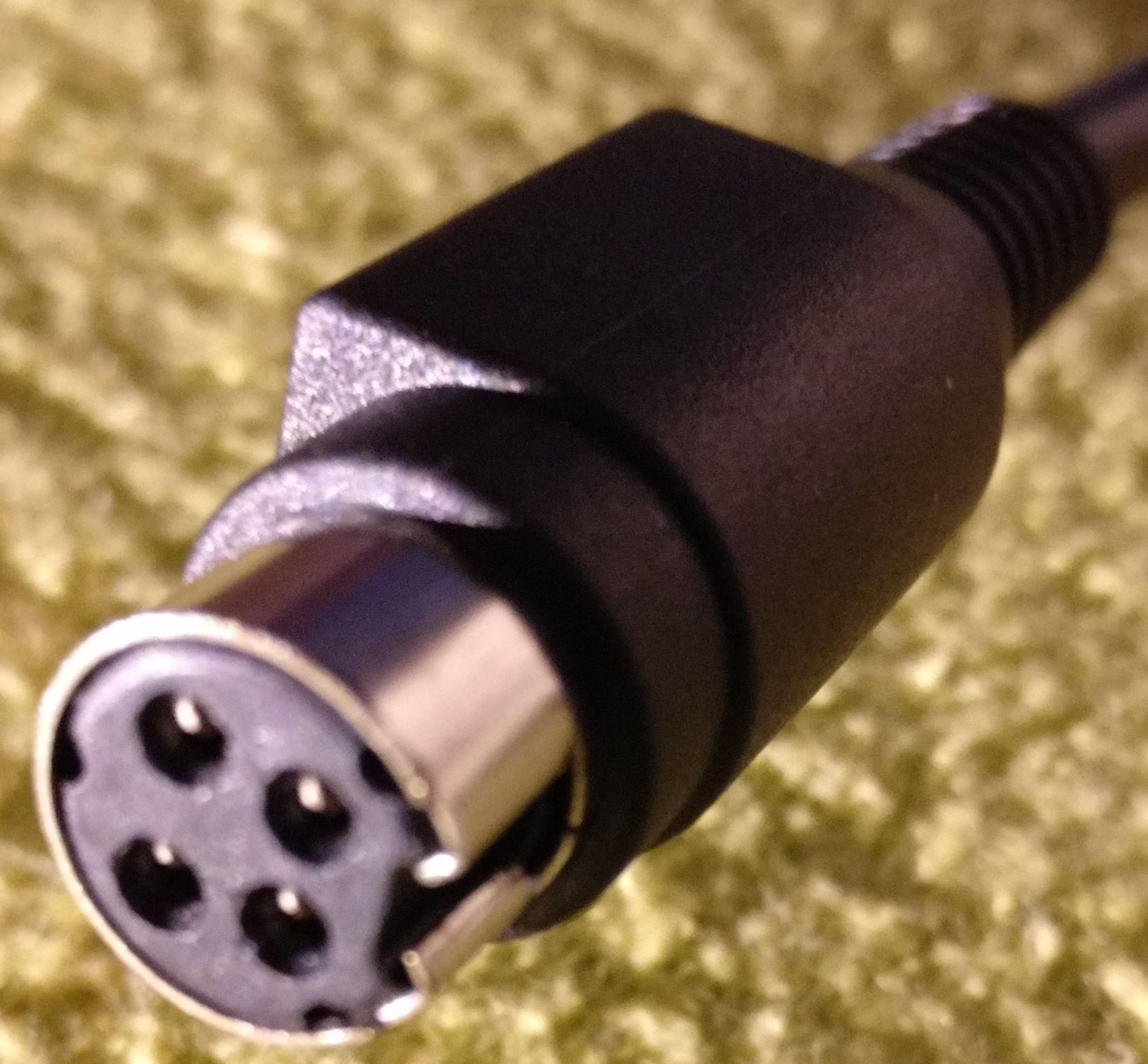 was ist das f r ein stecker laptop notebook kabel. Black Bedroom Furniture Sets. Home Design Ideas